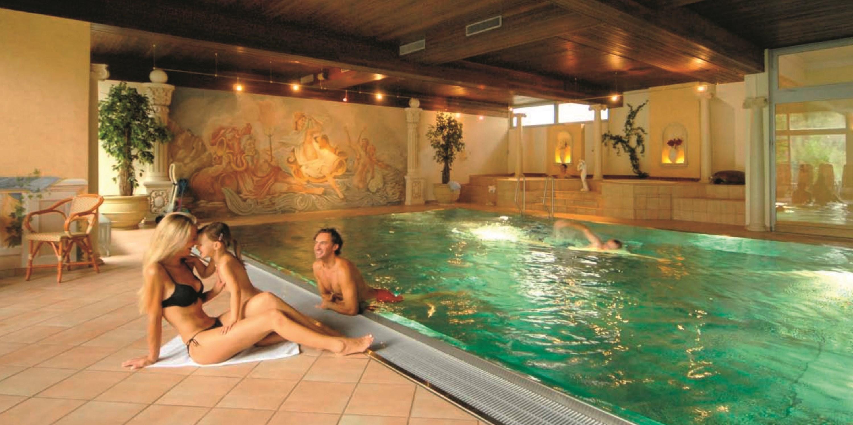 Austria_Filzmoos_Hotel-Hannefhof_pool.jpg